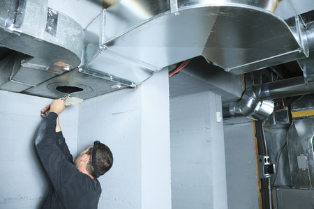 A ventilation cleaner check for dust on it. Banque d'images