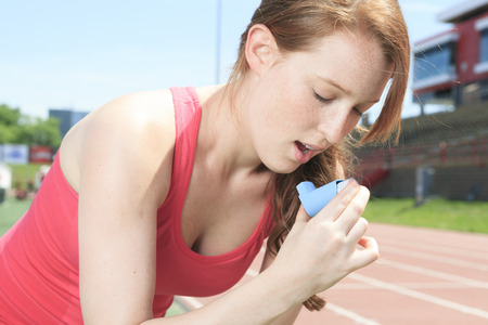 10 to 12 years old: A woman who have a asthme crisis outside