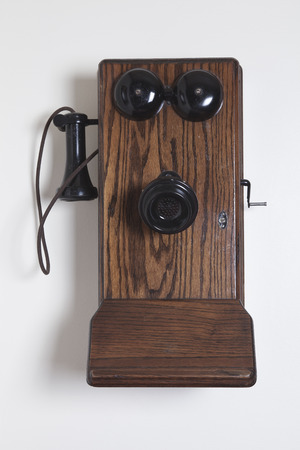 talking by phone: Tel�fono series antiguas Foto de archivo