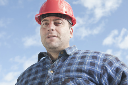 machinerie: A construction  men working outside with sky on the back. Stock Photo