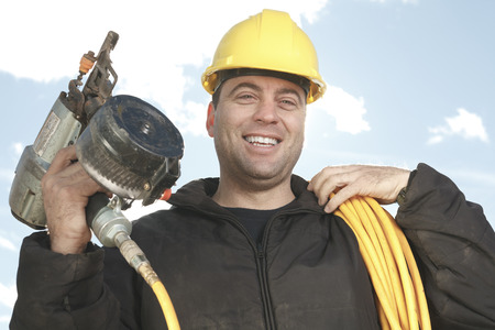 machinerie: A construction  men working outside with hammer