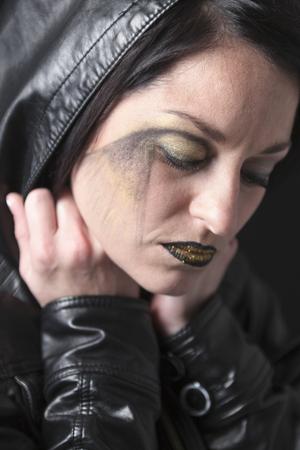 A gothic woman over a dark background, Banco de Imagens - 47352063