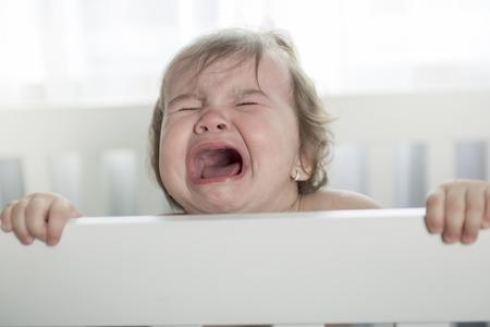 fille pleure: pleurer bébé Banque d'images
