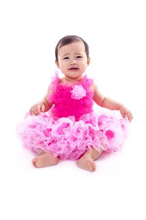 bebes recien nacidos: Un bebé asiático en un fondo blanco del estudio Foto de archivo