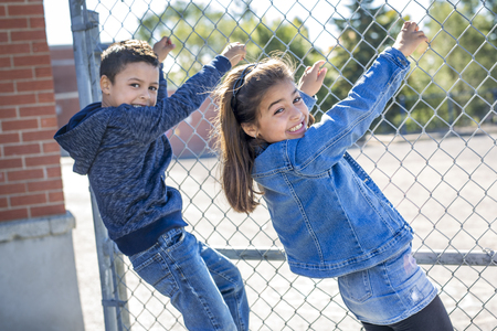 two childs elementary school outside 版權商用圖片