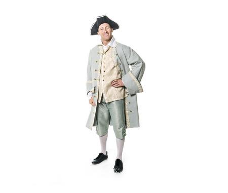 man verkleed als een hoveling of prins op witte achtergrond