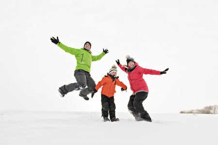 family and child spending time outdoor in winter 版權商用圖片