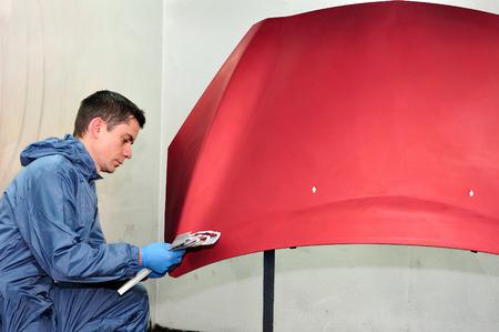 Painter compare the effect of paint  Standard-Bild