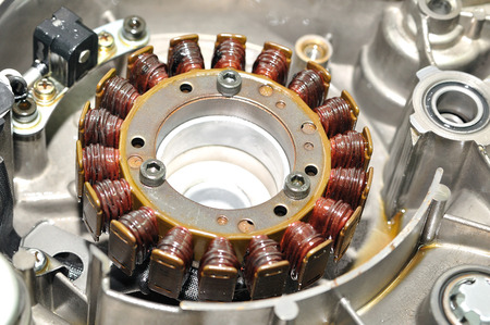 alternateur: Générateur électrique à partir d'un moteur de moto.