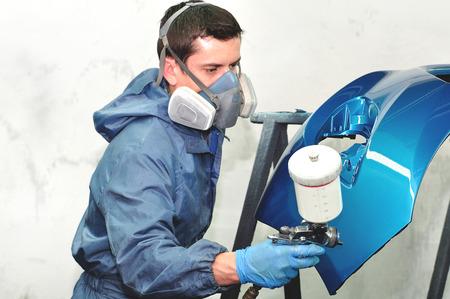 Paintin blaues Auto Stoßstange durch professionelle. Lizenzfreie Bilder