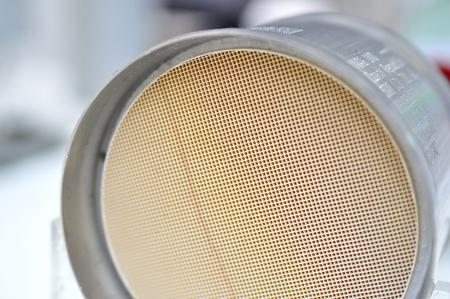 Querschnitt eines Auto-Katalysators.