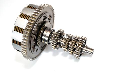 Motorrad-Kupplung-Getriebe auf weißem Hintergrund.