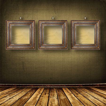 grunge interior: Vieja sala, grunge interior con marcos en estilo barroco
