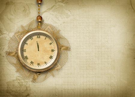 reloj antiguo: Reloj antiguo con encaje en el fondo abstracto Foto de archivo