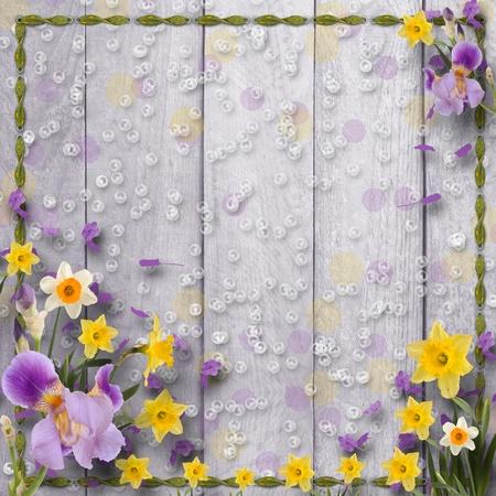 Alte hölzerne Hintergrund mit Rahmen und Haufen von Blume