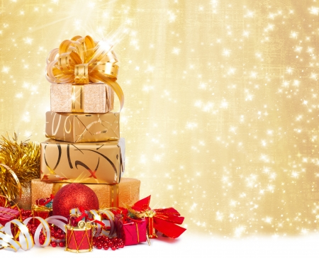 lacet: Gift box in gold wrapping paper on a beautiful abstract  Stock Photo