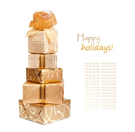 lacet: Beautiful gift boxes in gold paper with a silk rose isolated on a white