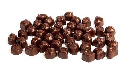 cafe bombon: Conjunto de sabrosos chocolates aislados en un fondo blanco Foto de archivo