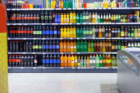 Shelves with variety refreshing of beverage for sale in the supermarket. Foto de archivo