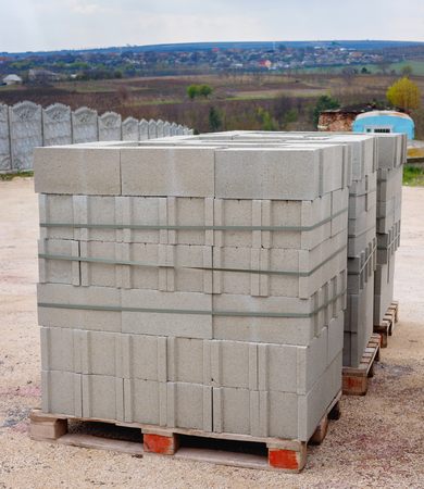 Warehouse cinder block and products from cement slurry for construction on the base outdoor Standard-Bild
