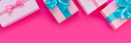 Banner from set of beautiful gift boxes with blue bows on pink background. Holiday sale. Copy space for your text. Flat lay, top view, copy space concept. Foto de archivo - 155115035