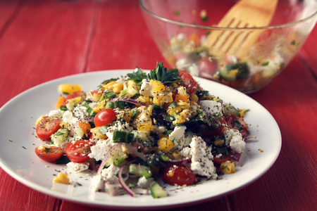 Colorful vegetable mix. Simple low calories salad. Cherry tomatoes, sweet corn, cucumber, bell pepper and cottage cheese. Weight loss dish. European cuisine. Banque d'images