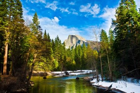 Half Dome Felsen, das Wahrzeichen von Yosemite National Park, Kalifornien Standard-Bild - 19194434