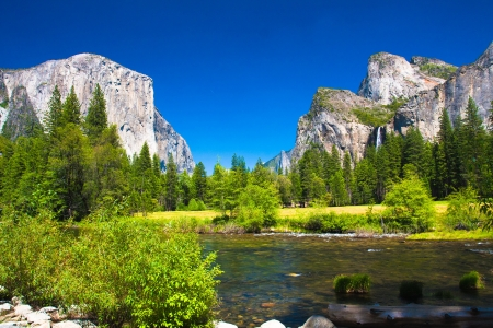 el capitan: Yosemite Valley with El Capitan Rock and Bridal Veil Waterfalls