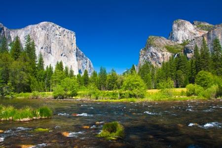 Yosemite Valley mit El Capitan Rock and Bridal Veil Wasserfälle Standard-Bild - 20138775