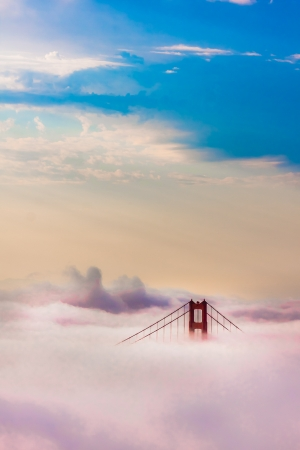 World Famous Golden Gate Bridge Surrounded by Fog after Sunrise in San Francisco,California 版權商用圖片 - 20880659