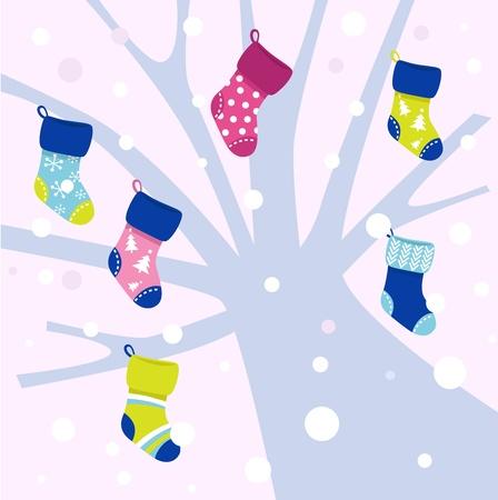 Chaussettes d'hiver colorés suspendus à l'arbre. Vector cartoon illustration Vecteurs