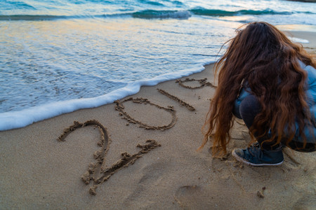 2019 on the beach with the wave coming close to the writing 写真素材