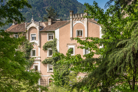 The most beautiful promenade in Merano is, however, the Tappeiner Trail, crossing the sunny south side of the Küchelberg. It is named after its initiator, the Merano spa physician Franz Tappeiner. Editorial