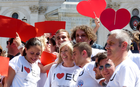 dozens: Rome, May 9, 2014 - Flash mob I love EU . Minister Stefania Giannini on the steps of Piazza di Spagna with dozens of kids to celebrate Europe Editorial