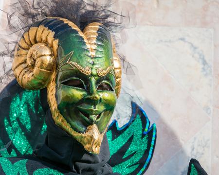 Karnevalsmaske in Venedig. Der Karneval von Venedig ist ein jährliches Festival in Venedig, Italien. Das Festival ist bekannt für seine aufwendigen Masken.