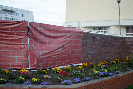 Outdoor temporary wall for construction