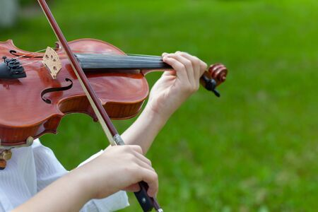 Violinist playing violin in the Park
