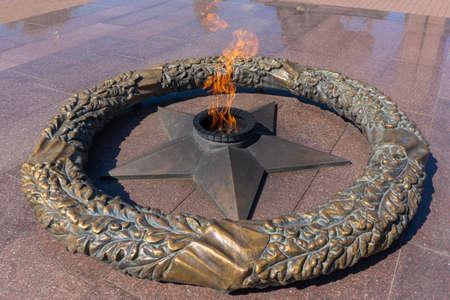 08/12/2020 Ufa, Bashkortostan: Victory Park. Eternal flame. Redactioneel