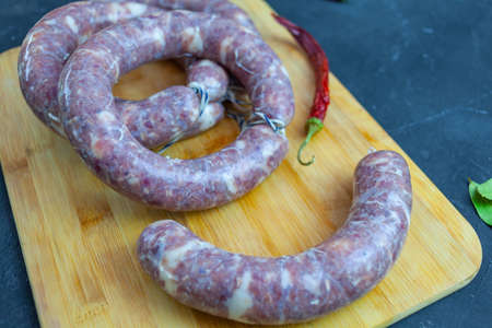 Homemade sausage, sausage rings on a cutting board Stockfoto