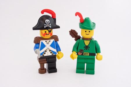 robin hood: Lego figures: Robin Hood and a pirate