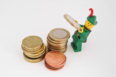Venedig, Italien - 23. Oktober 2014: Robin Hood, der neben Europa Euro-Münzen Standard-Bild - 33326944
