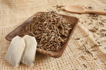Getrocknete Teeblätter Standard-Bild - 34923496