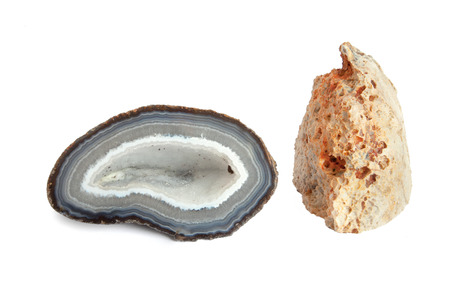vulcano: Section and external view of a white and blue geode