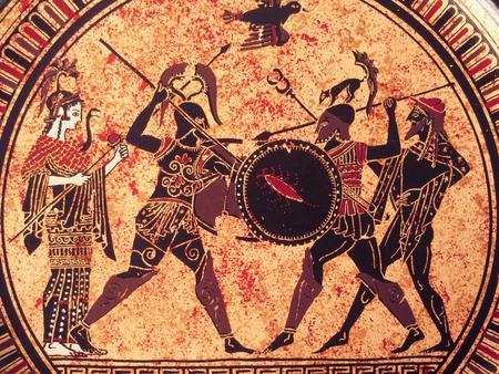 Venedig, Italien - 2. Juli 2017: Detail aus einer alten historischen griechischen Farbe über einem Teller. Mythische Helden und Götter kämpfen darauf