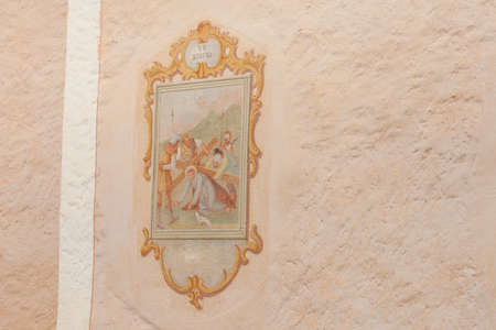 SIUSI, ITALY - JULY 27, 2017: Fresco painted outside the wall of the Maria Ausiliatrice little church representing a moment on the Way of the cross (Station I). The history of this church dates back to the XVII century Banco de Imagens - 142677410