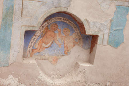 SIUSI, ITALY - JULY 27, 2017: Fresco outside the wall of the Maria Ausiliatrice church representing a moment on the Way of the cross. The history of this church dates back to the XVII century Banco de Imagens - 142677412