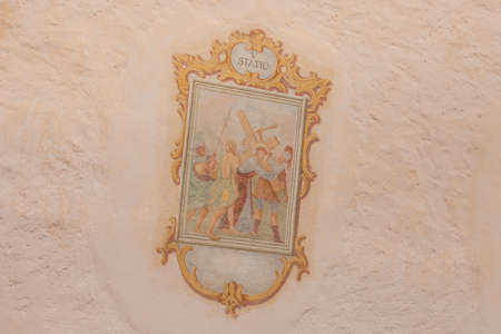 SIUSI, ITALY - JULY 27, 2017: Fresco painted outside the wall of the Maria Ausiliatrice little church representing a moment on the Way of the cross (Station I). The history of this church dates back to the XVII century Banco de Imagens - 142677414