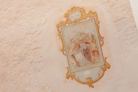 SIUSI, ITALY - JULY 27, 2017: Fresco painted outside the wall of the Maria Ausiliatrice little church representing a moment on the Way of the cross (Station I). The history of this church dates back to the XVII century Banco de Imagens - 142677420
