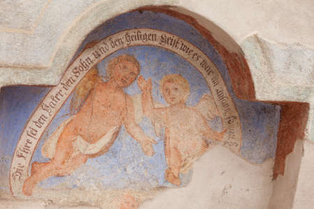SIUSI, ITALY - JULY 27, 2017: Fresco outside the wall of the Maria Ausiliatrice church representing a moment on the Way of the cross. The history of this church dates back to the XVII century Banco de Imagens - 142677423