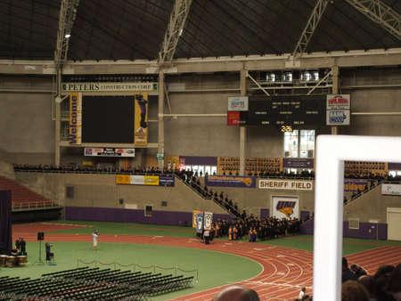 UNI Dome, mei 17,2009 - Universiteit van Noords Iowa graduatie ceremonie met afgestudeerden invoeren van de koepel.